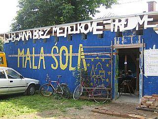 Poleg Male šole je bilo predvideno tudi podrtje Jalle Jalle. Foto: RTV SLO