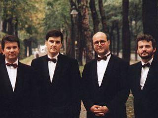 Maja leta 2003 so s presenetljivim uspehom prvič preizkusili stoječe muziciranje in danes so eden redkih kvartetov na svetu s tem načinom koncertnega predstavljanja. Foto: