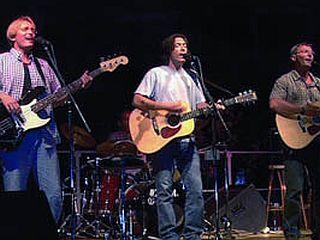 Hiša - slab ponaredek Eaglesov in Byrdsov ali kakovostna glasba - nadgrajuje vplive omenjenih skupin? Foto: Cankarjev dom