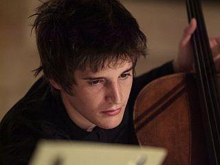 Čelist Luka Šulić koncertira doma in v tujini, za svoje delo pa je prejel več nagrad. Foto: NATO