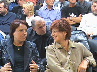 Ženski del poslanske skupine: Cvetka Zalokar Oražem in Majda Širca. Foto: RTV SLO