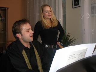 Pevec,  igralec in pianist Jure Ivanušič.