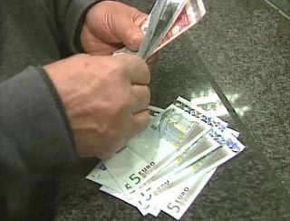 Junija so podjetja in samostojni podjetniki socialnim blagajnam dolgovali 160 miljonov evrov. 105,5 milijona evrov niso plačali pokojninski blagajni. Foto: MMC RTV SLO