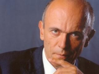 Za svoja prizadevanja je bil Drnovšek leta 1992 nagrajen z najvišjim državnim odlikovanjem Zlatim častnim znakom svobode Republike Slovenije. Foto: Urad predsednika republike