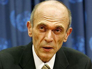 Janez Drnovšek je spretno krmaril koalicije in vlado in se tako na oblasti obdržal deset let z vmesnim polletnim premorom. Foto: EPA