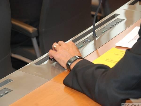 Prvi odzivi na ministrske kandidate, ki jih je premier Borut Pahor poslal v presojo DZ-ju, kažejo, da kandidati potrebne podpore poslancev ne bodo dobili in bo vlada dobila nezaupnico. Foto: MMC RTV SLO