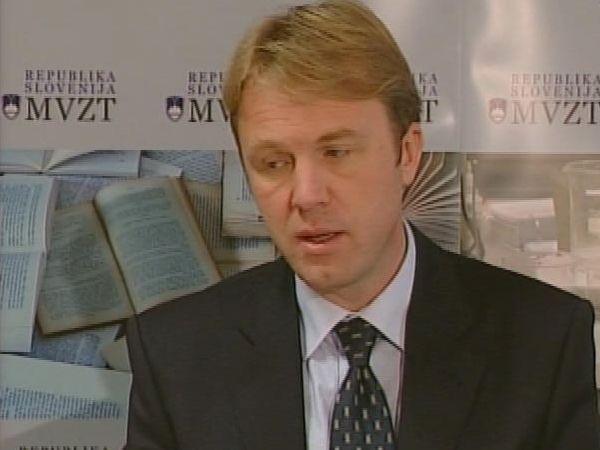 Minister Golobič je več kot 10-odstotni lastnik podjetja Ultra Sum. Foto: MMC RTV SLO