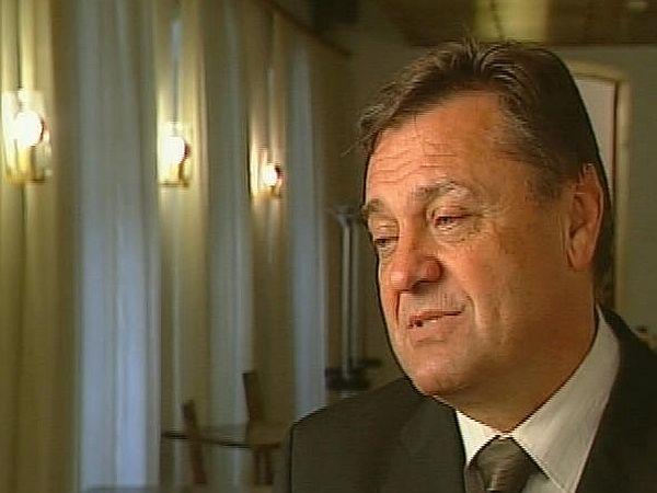 Zoran Janković je na vrhuncu svojega županovanja, še preden se je odločil za naskok na premiersko mesto, v nekem intervjuju izjavil, da bo na stara leta receptor v hotelu. In kot kažejo ti podatki, se mu bo želja lahko izpolnila. Le če bodo posli njegove družine stekli tako, kot so si zadali. Foto: MMC RTV SLO