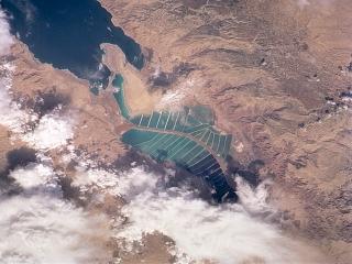 Mrtvo morje je zaprto, voda iz njega le izhlapeva. Foto:
