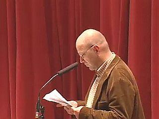 Novinar Mladine Bernard Nežmah je pisal komentarje in različne članke tudi za Tribuno, Pavliho, Mladiko, Dnevnik, Teleks, Večer, sodeloval je in še zmeraj sodeluje v odmevnih debatah na TV Slovenija, Radiu Slovenija in POP TV, sodeluje z mediji zunaj meja Slovenije, obsežnejše publicistične prispevke pa je objavljal v Naših razgledih, Problemih, Ekranu, Zvonu, Novi reviji, Ampaku in drugih revijah. Foto: RTV SLO