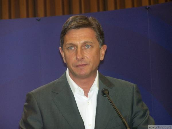 Pahor se pred pogovori z morebitnimi partnerji v koaliciji vrača v Bruselj, kjer ga čakajo nekatera opravila v pisarni Evropskega parlamenta. Foto: MMC RTV SLO