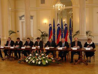 Podpis sporazuma je bil v kristalni dvorani palače na Prešernovi ulici v slavnostnem vzdušju. Foto: RTV SLO
