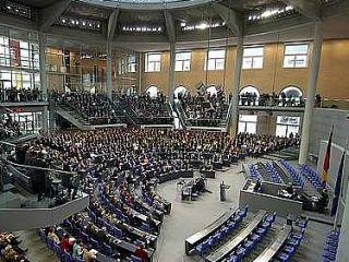 V Nemčiji pri parlamentarnih volitvah uporabljajo proporcionalni sistem z zelo visokim volivnim pragom.