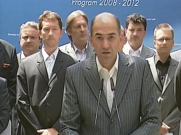 Po volitvah leta 2004 se je končalo obdobje LDS-a, saj je zmagala Koalicija Slovenija. Mandatar za sestavo vlade je postal Janez Janša, prvak SDS-a. Foto: MMC RTV SLO