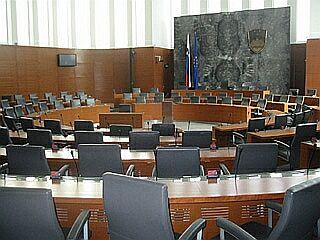 Poslanski sedeži se v državah s proporcionalnim volilnim sistemom delijo na različne načine.