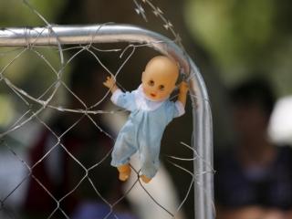 Jagodo bodo vrnili nazaj k staršem, ki so jo zlorabljali in ji uničili otroštvo. Foto: EPA