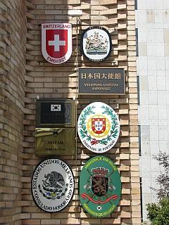 Veleposlaništva na Trgu Republike 3