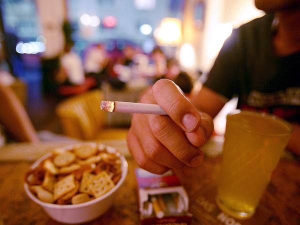 Kajenje je omejil že protikadilski zakon. Foto: EPA