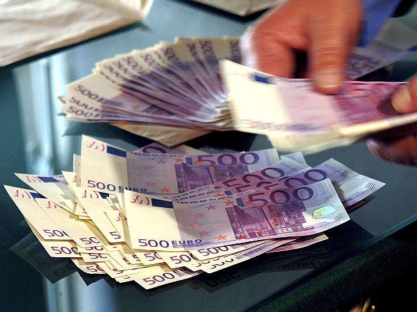Državni dolg se bo zaradi dokapitalizacije bank povečal za okoli 10 odstotkov. Foto: EPA
