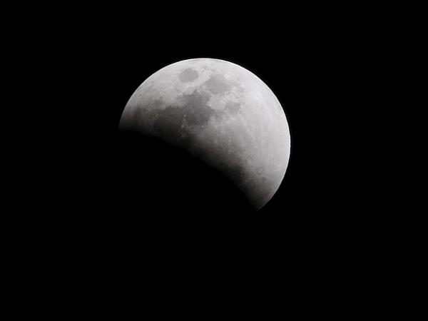 Indija je dosegla nov mejnik v svojem vesoljskem programu - na Luni je pristala njena sonda. Foto: EPA