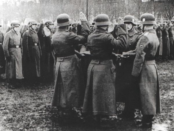 Nemška vojska je bila po številu vojakov dvakrat večja od jugoslovanske, po številu tankov in letal pa kar šestkrat. Foto: EPA