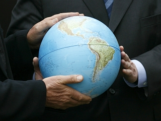 Podnebne spremembe, globalizacija in grožnje svetovnemu miru zahtevajo odgovor, poudarjajo pri Zaresu. Foto: Reuters