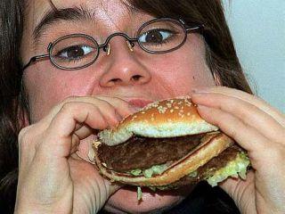 Znanstveniki odsvetujejo čezmerno in prehitro konzumiranje hrane. Foto:
