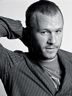 Heath Ledger je umrl, star 28 let. Njegov neizmerni talent in napovedi bleščeče kariere ostajajo neizpolnjeni. Foto: