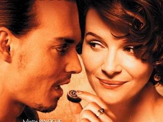Johnny Depp in še slastne čokoladne praline? Juliette Binoche v Čokoladi res ni imela težkega dela ... Foto: