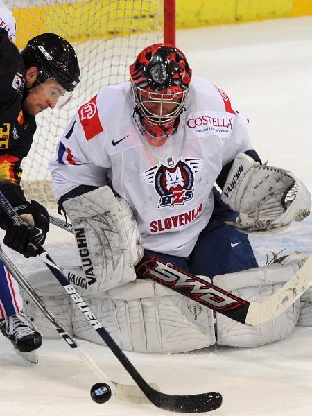 Andrej Hočevar je v Vilni v odlični formi. Prejel je le pet zadetkov. Foto: EPA