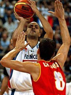 Tony Parker (Francija) se je poigraval s špansko obrambo. Foto: EPA