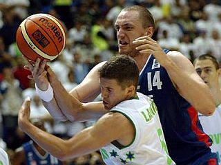 Jaka Lakovič je bil z 18 točkami prvi strelec tekme. Foto: EPA