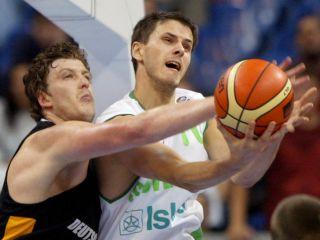 Prvi strelec Slovenije na letošnjem prvenstvu Boštjan Nachbar je dosegel 9 točk ob slabem metu iz igre 3-13. Foto: Reuters