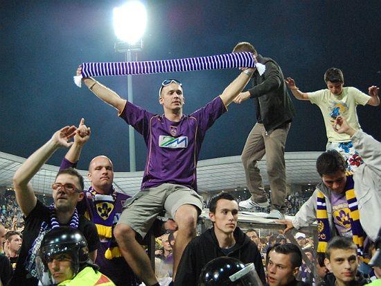 Proslavljanje osmega naslova prvaka se je za nekatere navijače Maribora žal končalo v bolnišnici. Foto: www.maribor-sport.com