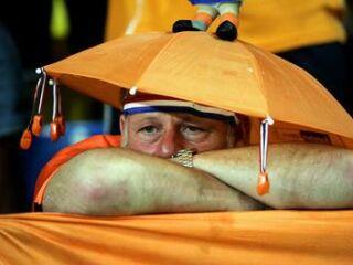 Nizozemski navijači so se na derbiju skupine D smejali prvi, nato pa ...