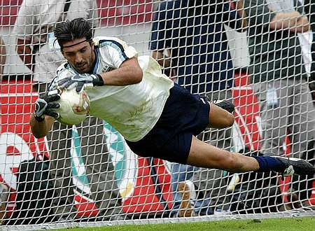 Italijanski vratar Gianluigi Buffon je optimističen glede uvrstitve v četrtfinale.