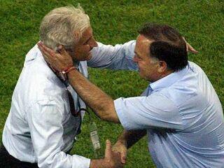 Rudi Völler in Dick Advocaat sta si takole segla v roke po koncu tekme med Nemčijo in Nizozemsko, ki se je končala 1:1. Drevi se bo lahko veselil samo en selektor, morda pa bosta na koncu razočarana celo oba.