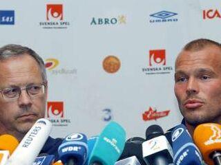 Švedski selektor Lars Lagerbäck in Fredrik Ljungberg na tiskovni konferenci.