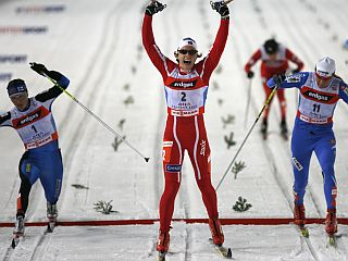 Odločali so centimetri. Petra Majdič (skrajno desno) je Virpi Kuitunen ugnala za eno desetinko. Foto: Reuters