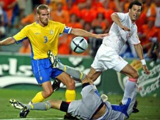 Nizozemci so bili najbližje zadetku v rednem delu v 62. minuti, ko se je strel Ruuda van Nistelrooya odkotalil mimo vrat.