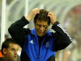 Otto Rehagel je bil na tekmi med Rusijo in njegovo drugo domovino Grčijo zelo zaskrbljen.