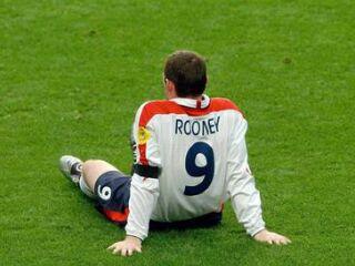Wayne Rooney je moral že v 27. minuti zapustiti igrišče.
