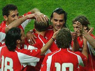 Veselje Švicarjev po doseženem zadetku na prijateljski tekmi proti Sloveniji, ki so jo konec aprila dobili z 2:1.