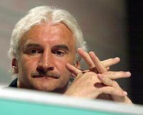 Rudi Völler je pred tekmo med Češko in Nemčijo videti zaskrbljen.