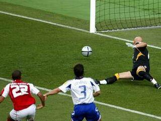Johann Vonlanthen si bo dolgo zapomnil akcijo, po kateri je izrinil Rooneyja z vrha lestvice najmlajših strelcev evropskih prvenstev.