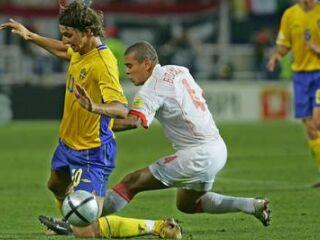 Zlatan Ibrahimovic je bil ves čas pod budnim očesom nizozemske obrambe, nato pa zgrešil tudi enajstmetrovko.