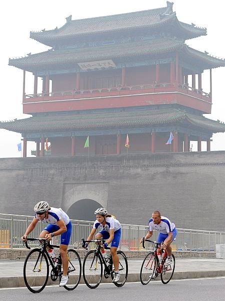 Peking 2008 in Stolp bobnov