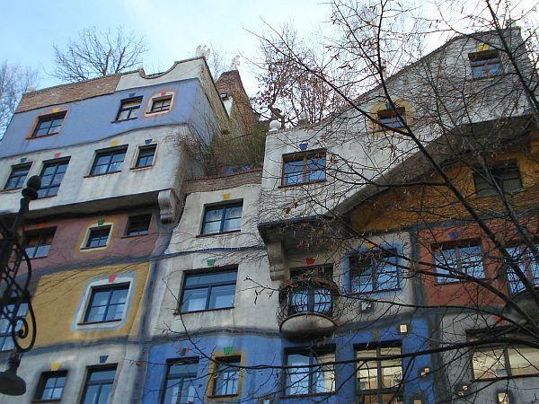 Hundertwasserjeva hiša je ena najbolj obiskanih znamenitosti Dunaja. Foto: