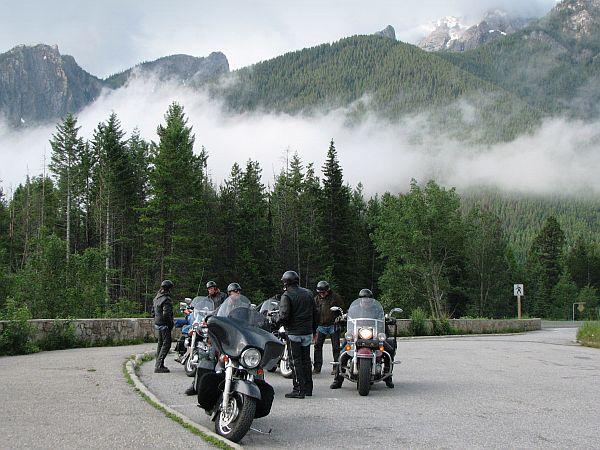 Pristni ameriški 'bikerji' na popotovanju po Icefields Parkway. Foto: MMC RTV SLO/Kaja Sajovic