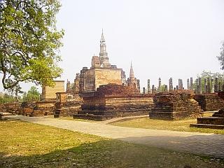 V stari prestolnici se nahajajo številni templji. Večina je obnovljena, okrog njih pa so urejeni parki. Foto: RTV SLO